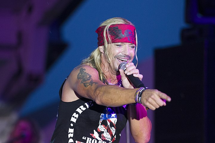Bret Michaels performs in Massapequa, NY in 2014.jpg