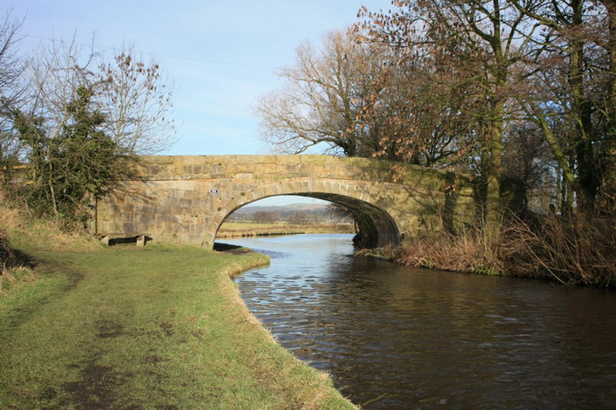 Bridge 53 over Lancaster Canal - geograph.org.uk - 1130317.jpg