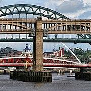 Bridges over the Tyne (geograph 2036886).jpg