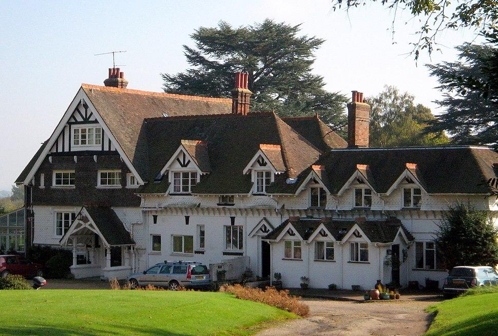 Brookhurst Grange, Ewhurst, Surrey (cropped)