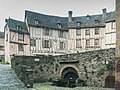 Buildings at Place eglise in Conques 02.jpg
