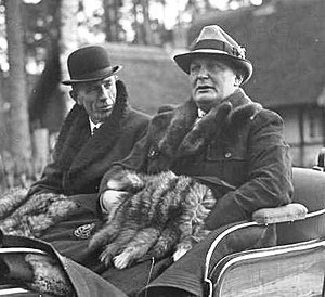 Edward Wood, 1st Earl of Halifax - Lord Halifax with Hermann Göring at Schorfheide, Germany, 20 November 1937.