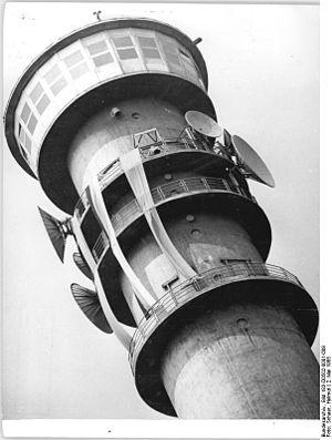 Petersberg, Halle - Image: Bundesarchiv Bild 183 D0502 0001 009, Halle, Fernsehturm