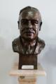 Busto do Professor Henrique Parreira (Instituto Português de Oncologia).png