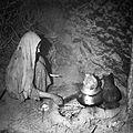 Córka jubilera Muhammada Omara w kuchni (tandur-chona) - Tala-o-Barfak - 001512n.jpg