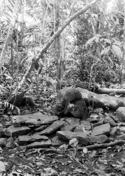 File:COLLECTIE TROPENMUSEUM Megalitisch beeld in de omgeving van de Wijnkoops-baai TMnr 10028398.jpg