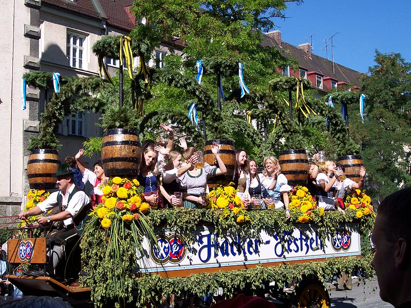 File:Cabalgata Oktoberfest 1688.JPG
