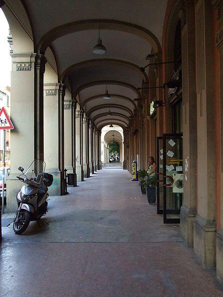 File:Calles de Bolonia 4.jpg