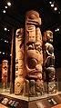 Canada, columbia britannica, haida, pilastro di abitazione intagliato con donna sopra castoro, da skedans, appartenuto alla donna guagana della confraternita dell'aquila, 1862 ca.jpg