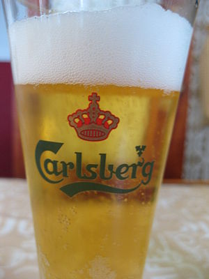 English: Detail of a Carlsberg glass. Galego: ...
