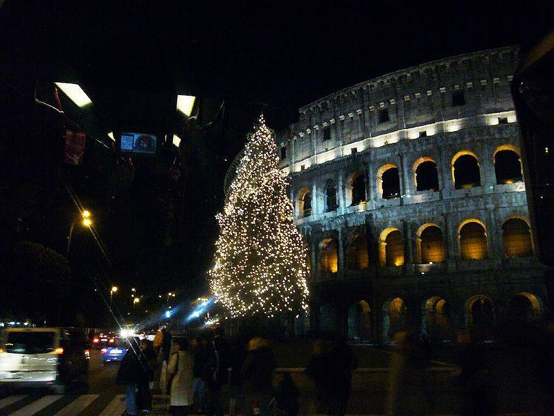 File:Celio - albero di Natale al Colosseo 1000332s.jpg