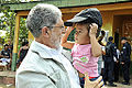 Celso Amorim conheceu Rilary, de 2 anos, após visita ao posto montando na Escola Municipal Presidente Costa e Silva (8030658248).jpg