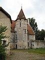 Château de Goulens-tower in courtyard 01.jpg