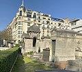 Chapelles funéraires au cimetière de Montmartre.jpg