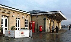 Chippenham railway station - Image: Chipenham station entrance 2011