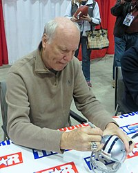Cliff Harris signs autographs in January 2014.jpg