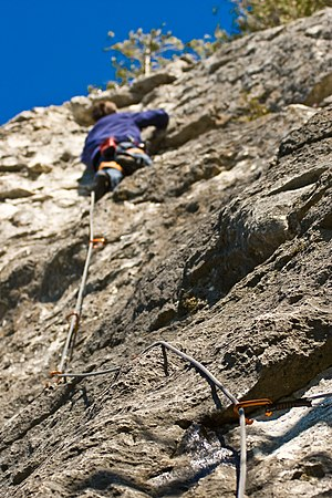 Rope drag - Use of quickdraws attached to anchor points to keep the climbing rope straighter
