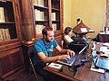 Colaborando en Wiki Editatón Madrid 2014.jpg