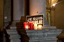 http://upload.wikimedia.org/wikipedia/commons/thumb/1/15/Cologne_rally_in_support_of_the_victims_of_the_2015_Charlie_Hebdo_shooting_2015-01-07-%282322%29.jpg/220px-Cologne_rally_in_support_of_the_victims_of_the_2015_Charlie_Hebdo_shooting_2015-01-07-%282322%29.jpg