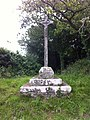 Confort-Meilars, croix de chemin sur la route entre Confort et Meilars.jpg