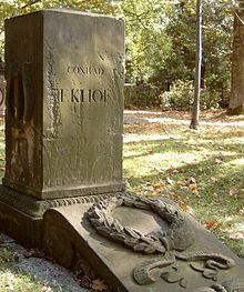 Ekhof-Grabstein von 1846 auf dem Gothaer Hauptfriedhof (Quelle: Wikimedia)