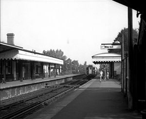 Coulsdon South railway station - Coulsdon South in 1971 with a Class 423 at platform 2