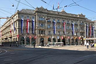 Credit Suisse - Image: Credit Suisse Paradeplatz 2011 08 01 16 35 48 Shift N