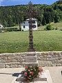 Croix de l'église Saint-Michel de Lélex.jpg