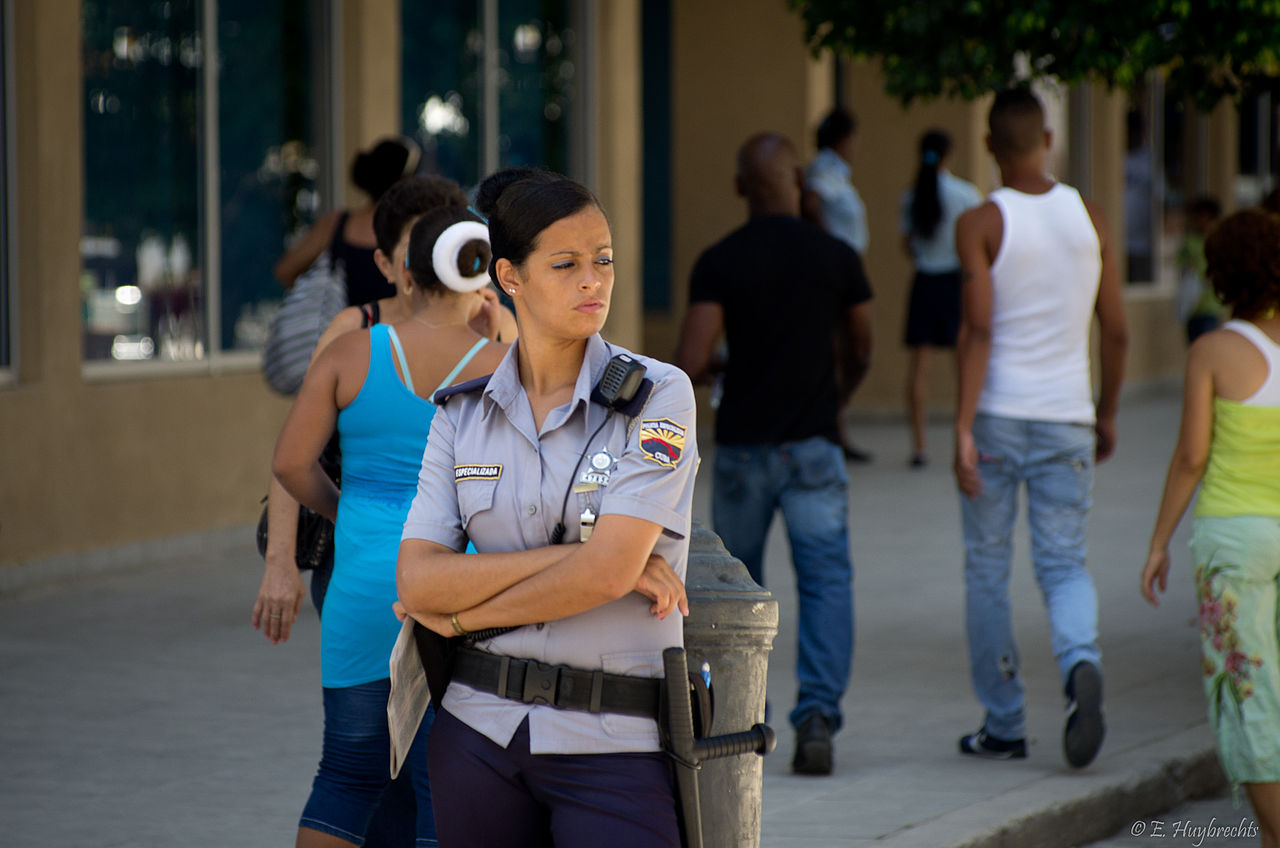 FileCuban Policewoman 5975300518