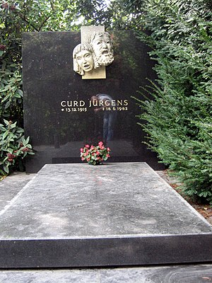 Curd Jürgens - Jürgens' grave in the Zentralfriedhof
