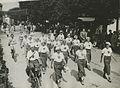 """De groep van de Haagse Wandelsportvereniging """"De Vierdaagsche"""" uit Den Haag op d – F40597 – KNBLO.jpg"""