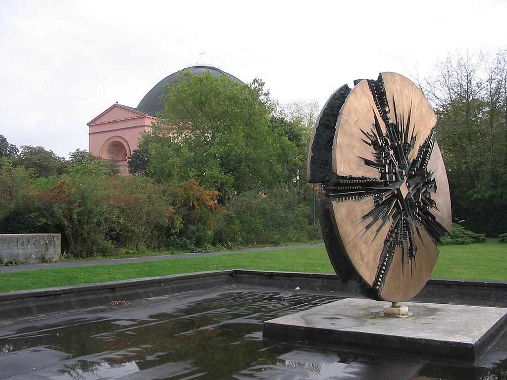 St. Ludwig in Darmstadt: Eine katholische Kirche? 1024px-Denkmal_f%C3%BCr_Georg_B%C3%BCchner