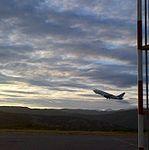 Despegar de un Boeing 737 de Venezolana.jpg