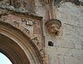Detall de la portada de l'església de Valldecrist amb un escut dels fundadors.JPG