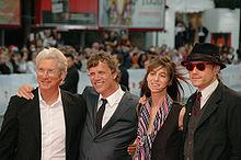 Charlotte Gainsbourg assieme a Richard Gere, Todd Haynes e Heath Ledger alla 64ª Mostra internazionale d'arte cinematografica di Venezia per la prima di Io non sono qui (2007)