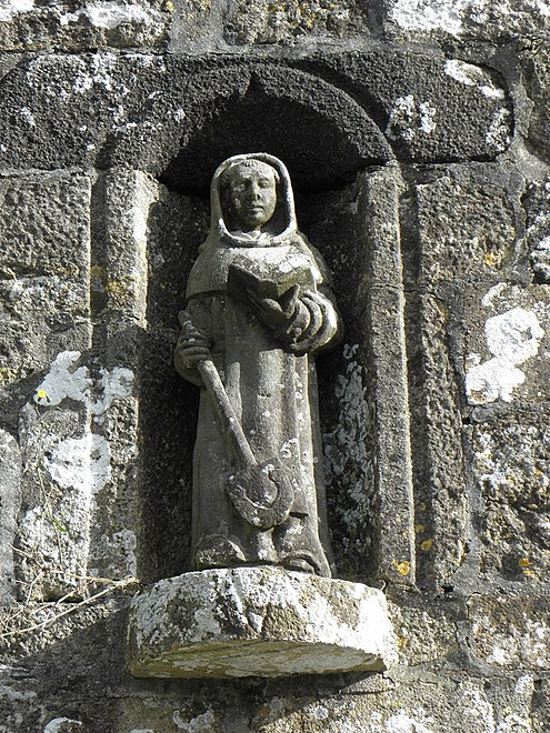 Statue of Saint Nonne over the entrance to the chapel.