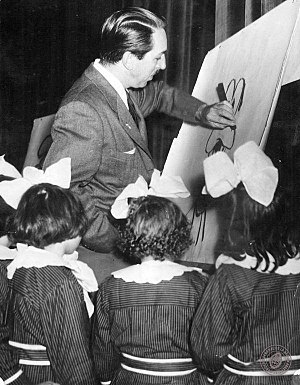 Goofy - Disney showing how to draw Goofy for a group of girls in Argentina, 1941.