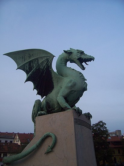 https://upload.wikimedia.org/wikipedia/commons/thumb/1/15/Dragon_%283168199364%29.jpg/411px-Dragon_%283168199364%29.jpg