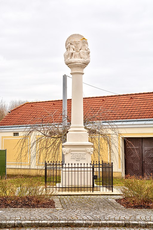 Datei:Grabkapelle 9471 in A-2191 autogenitrening.com Wikipedia
