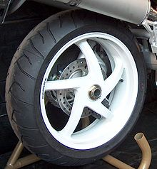 Cerchione a razze motociclistico monobraccio