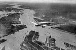 Eerste DC2 van de KLM maakte eerste vlucht vanaf vliegveld Waalhaven, 19 september 1934.jpg