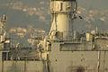 En el centro vemos la torreta antimisiles Meroka de estribor. La de babor ya no está (14989644894).jpg