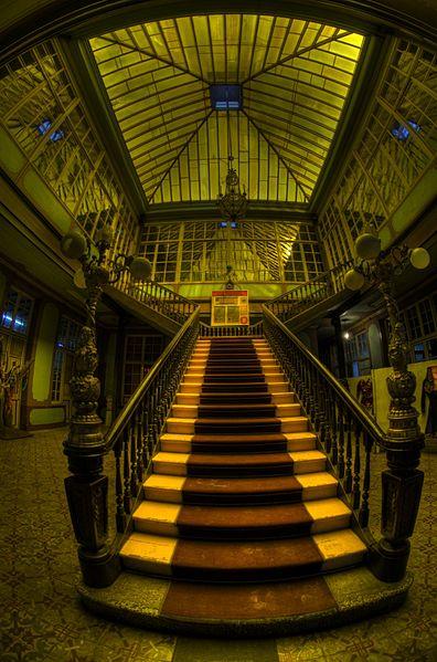 File:Entrada a la mansión Pataiño.jpg