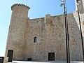 Entrada principal del castillo (13179261354).jpg