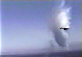 Archivo:F-14A Tomcat supersonic flyby, 1986.ogv
