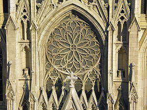St. Patrick's Cathedral (Manhattan) - Detail of the façade (September 2006)