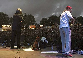 Fairport Convention - Simon Nicol and Ric Sanders of Fairport Convention on stage at Fairport's Cropredy Convention 2005