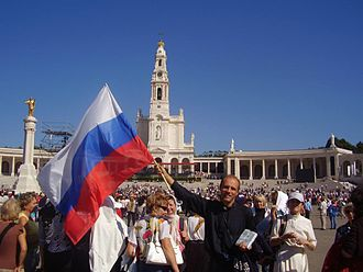 Consecration of Russia - Russian priest and pilgrims in the Sanctuary of Fátima, in Portugal.