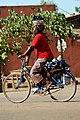 Femmes à vélo à Ouagadougou1.jpg