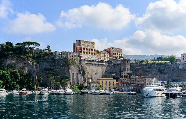 Sorrento dans les environs de Naples en été. Photo de Robert Nagel.
